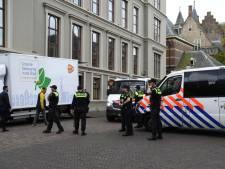 Politie zet Binnenhof af om coronademonstranten te weren