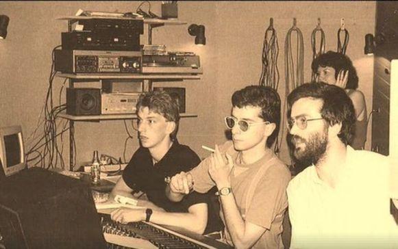 Net voor de grote doorbraak van Clouseau producen Kris Wauters en Bob Savenberg nog de single 'Bèsel' voor KOMMA.