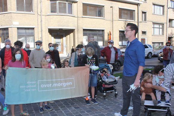 Steven Van Herreweghe deelt mondmaskers uit in Aalst met het burgerinitiatief over.morgen