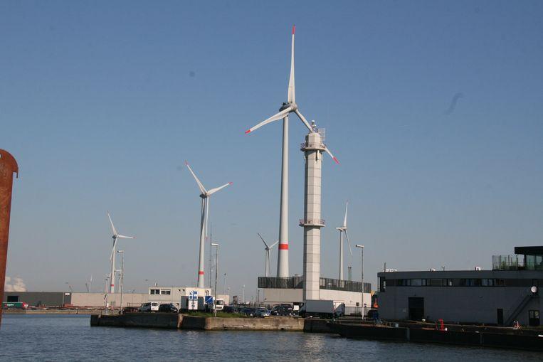 De windmolens van Vleemo zijn een vertrouwd gezicht in de haven