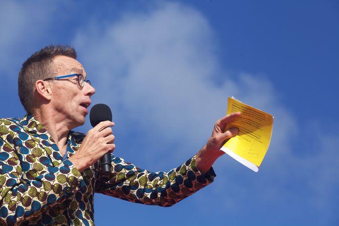 Ook kampioen snelspreken, cabaretier Dolf Jansen, schakelt voortdurend tussen snel en langzaam praten, afhankelijk van de situatie.