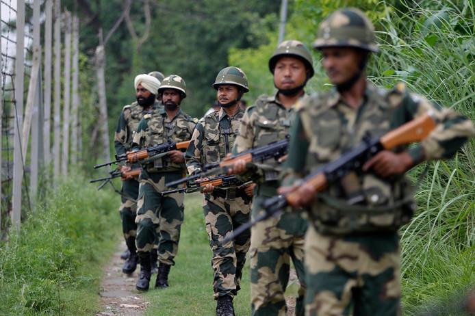 Des soldats indiens à la frontière avec le Pakistan.