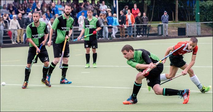 Wesley Sommers schiet namens Boxmeer op doel tegen Venray.