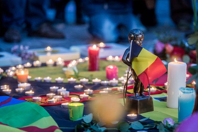 Op het Beursplein in Brussel zochten honderden mensen steun bij elkaar na de aanslagen in Zaventem en Brussel.