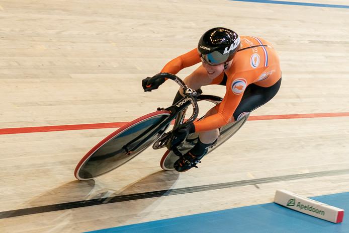 Kyra Lamberink in actie tijdens de 500 meter tijdrit.