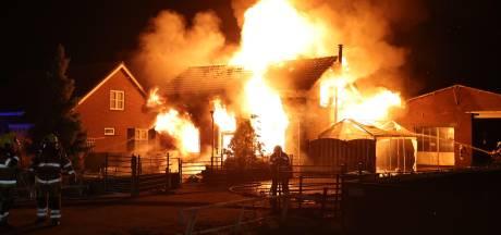Ernstig gewonde bij grote woningbrand Hedel; politie gaat uit van brandstichting