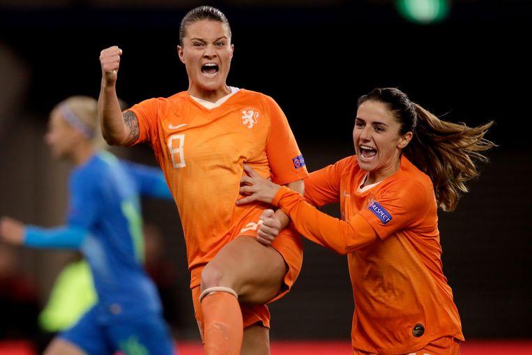 Oranje won na een achterstand met 4-1 van Slovenië, mede door twee benutte strafschoppen van Sherida Spitse. Beeld BSR Agency
