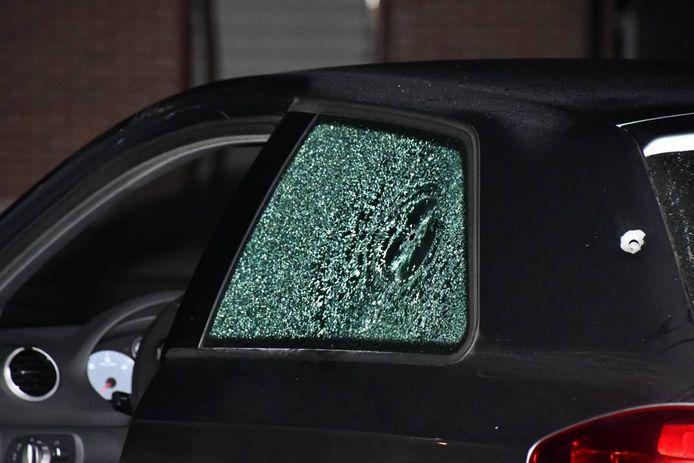 De auto die werd beschoten.