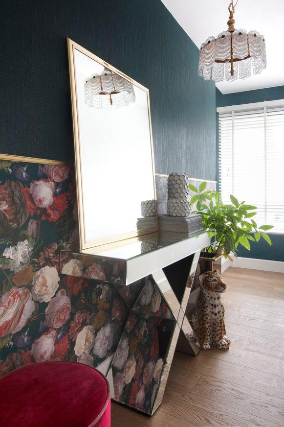Spiegels in huis zorgen voor een luxueuze touch.