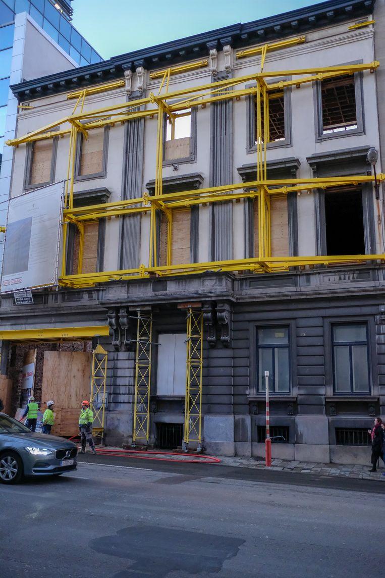 Het gebouw op de Belliardstraat is gestut.