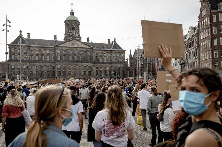 Demonstranten tijdens het protest op de Dam.  Beeld ANP