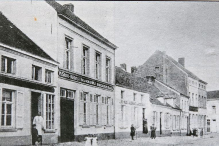 De drukkerij van de familie Sacré in betere tijden.