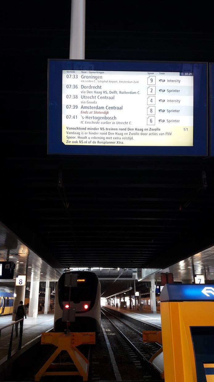Sommige treinen vertrekken wel, andere niet.