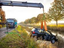 Vrouw raakt met auto te water in Apeldoorns Kanaal bij Heerde; omstanders schieten te hulp