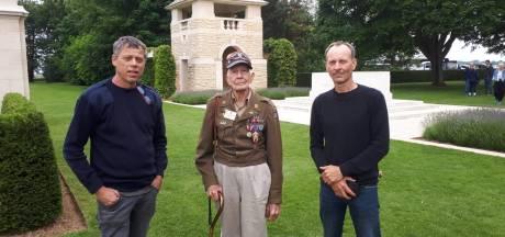 Ron en Henri rijden met jeep uit Haarle naar herdenking D-Day