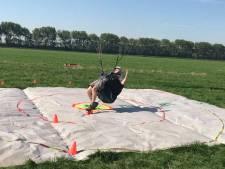 Parapenten in Nieuwvliet-Bad: 'Zo lang mogelijk zweven'