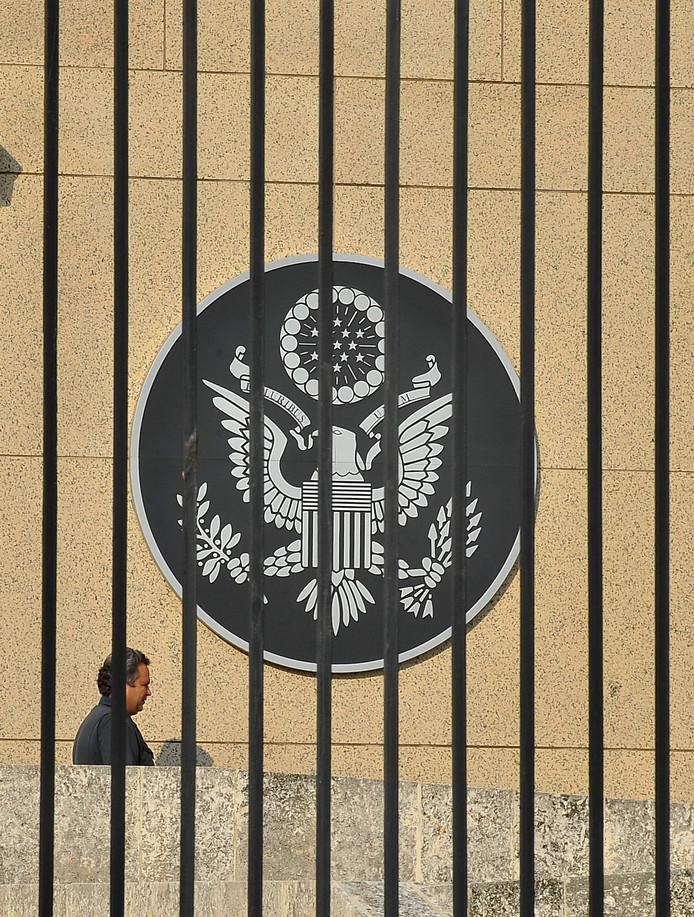 Bezoeker Amerikaanse ambassade in Havanna.