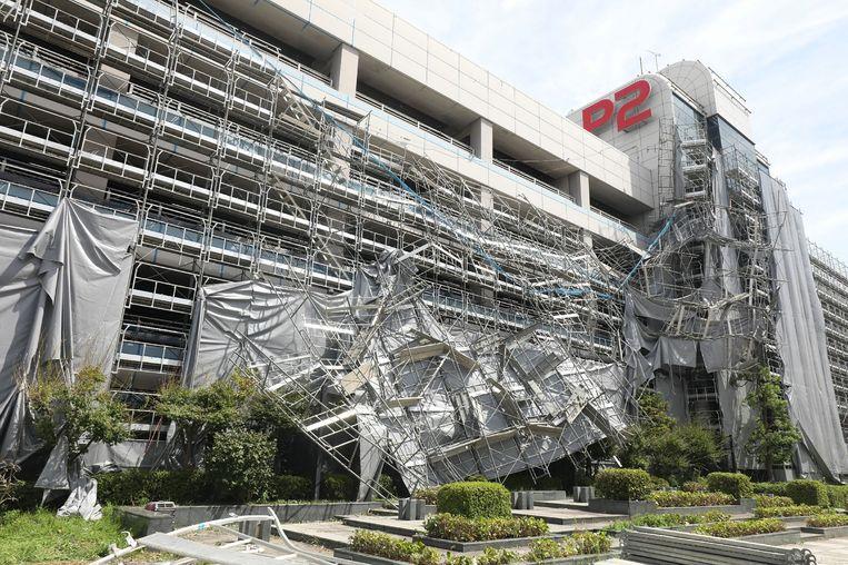 Schade bij de Haneda-luchthaven in de buurt van Tokio na de doortocht van tyfoon Faxai.