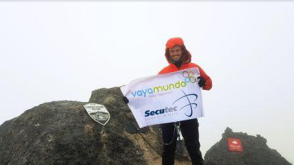 Na fietstocht van 9.000 km en roeitocht van 4.000 km bereikt avonturier Jelle Veyt nu top van Carstensz Piramide
