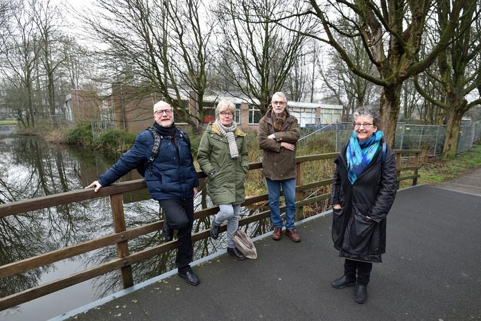 Toekomstige bewoners van de Knarrenhof in Gouda, van links naar rechts: Bertus Verbeek, Pia Rommers,  Geert Boeving en Beatrijs Lubbers.