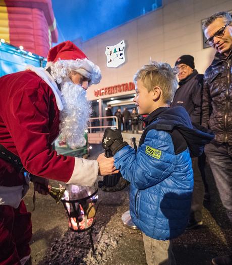 NEC-fans geven kerstman cadeaus voor kerstpakketten