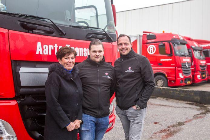 Helène Aarts, John Steenmetz en Herman Steenhuis (van links naar rechts) bij het nieuwe pand van Aarts Transport in Veldhoven.