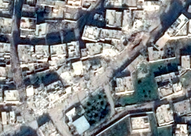 Satellietbeelden van Daraa, voor en na een aanval met vatenbommen.