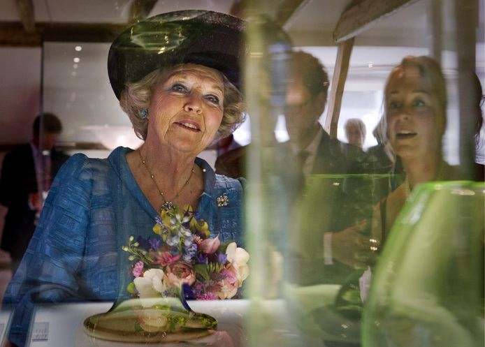 Prinses Beatrix bij de heropening van het Nationaal Glasmuseum in Leerdam.