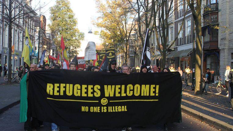 Volgens de politie is de manifestatie zonder incidenten verlopen. De organisatie wilde een sterk geluid laten horen tegen 'de rechtse hetze tegen vluchtelingen'. Beeld AFA Nederland