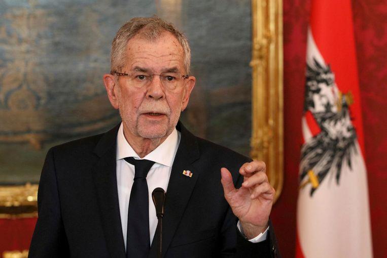 Alexander van der Bellen tijdens een persverklaring na de onthulling over Duitse spionage in Oostenrijk  Beeld AP