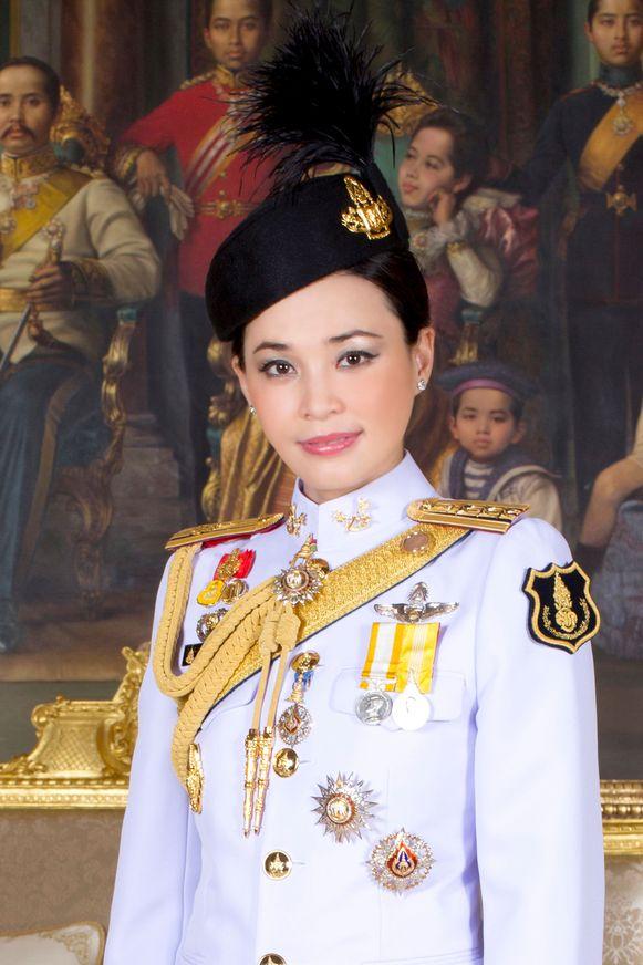 Koningin Suthida trouwde op 1 mei nog met Vajiralongkorn, maar moes al snel plaatsmaken voor Sineenat.