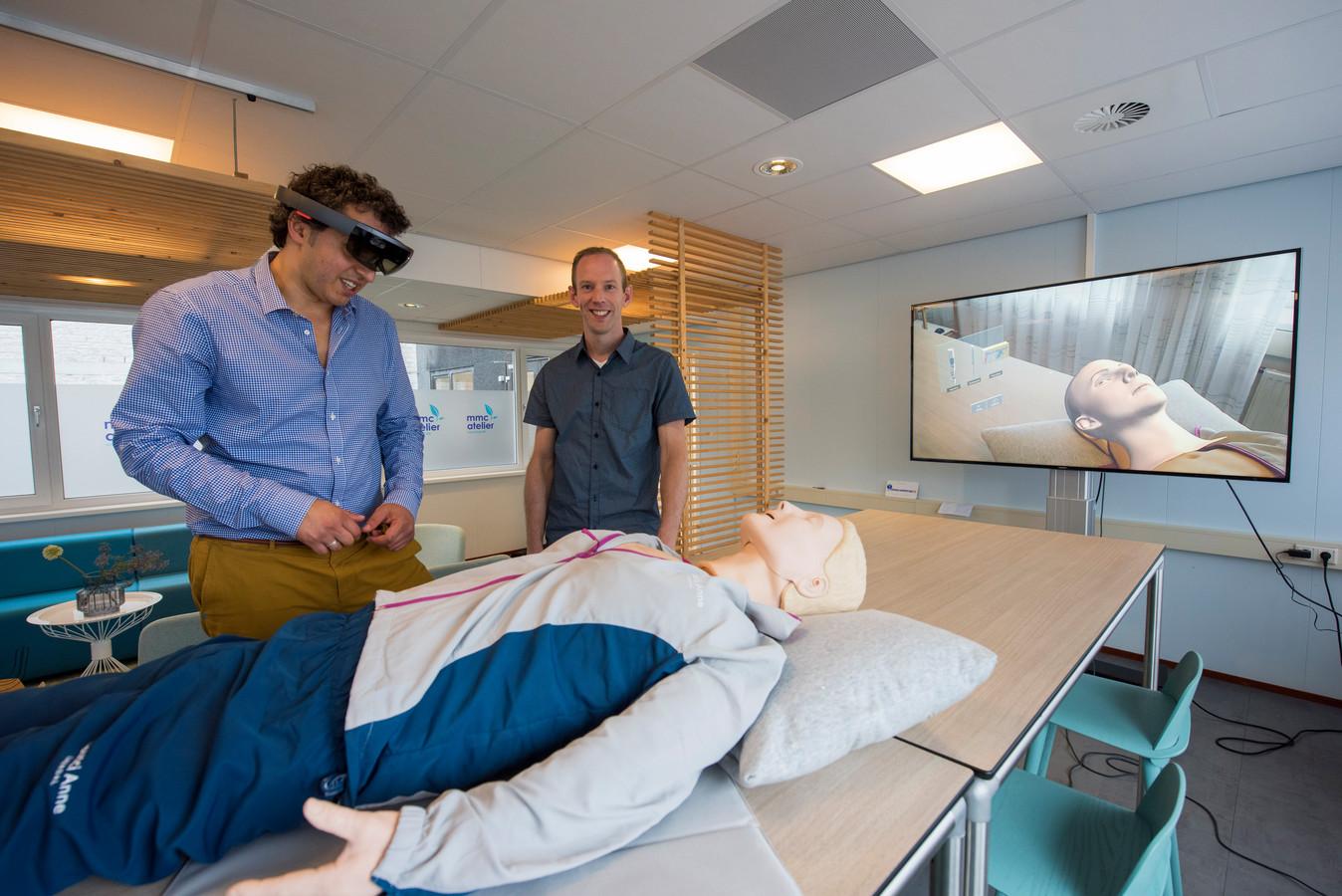 Jasen Hashem (links) en Pieter Tegelaers van TrueSim, met behulp van een app verzorgt het bedrijf levensechte simulatietrainingen voor artsen en verpleegkundigen.