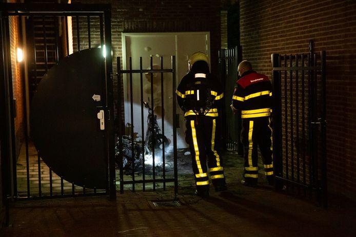 Een scooter vloog vrijdagnacht in de fik in Hoogerheide.