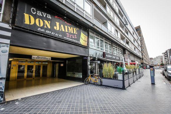 De broers hebben hun hoofdkwartier in het Europacentrum in Oostende. De reclame voor hun cavamerk Don Jaime sierde ooit zelfs de volledige bovenverdieping, maar verdween toen na protest van onder meer Groen.