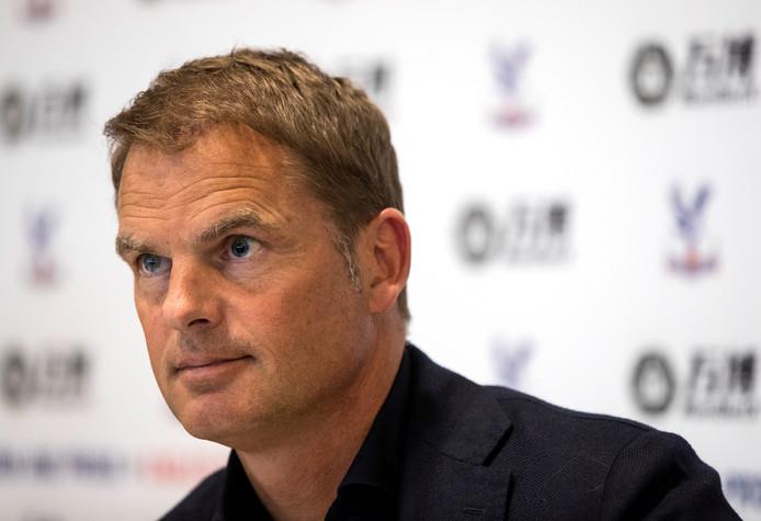 Frank de Boer tijdens de persconferentie.