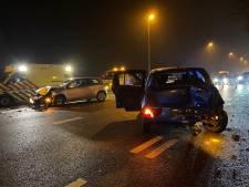 Auto's botsen op elkaar in Arnhem, Apeldoornseweg weer open