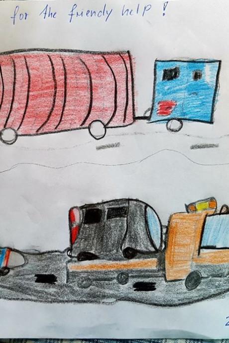 Geholpen kinderen bedanken politie met tekening