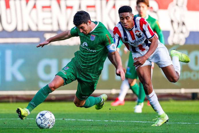 Pelle Clement van PEC Zwolle (links) en Driess Saddiki van Willem II.
