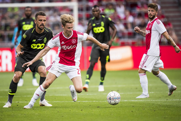 Frenkie de Jong in actie namens Ajax.