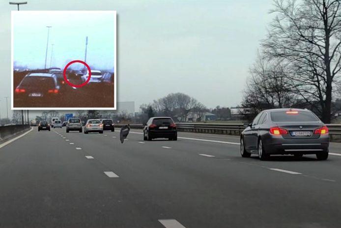Op de videobeelden is te zien hoe weggebruikers in de ankers moeten en hoe sommige wagens in de trouwstoet (inzet) tegen het verkeer in rijden