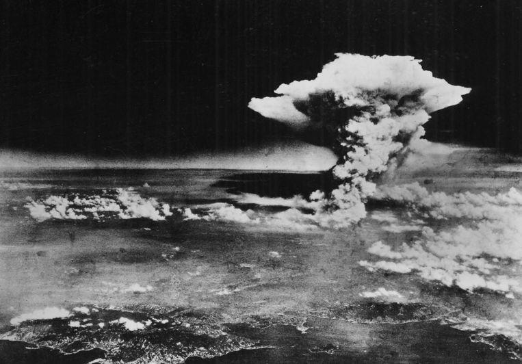 De paddenstoelwolk in Hiroshima. In totaal zouden meer dan 237.000 mensen sterven door de atoombom op Hiroshima.
