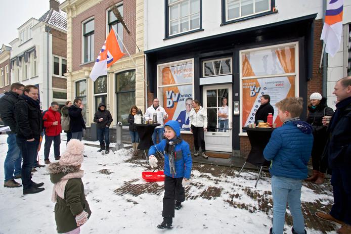 VVD Geertruidenberg opent tijdelijke winkel op Markt