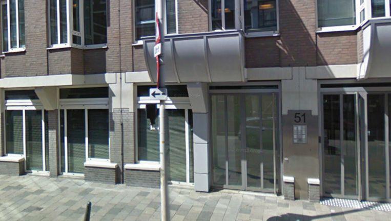 De ingang van de ambassade van Afghanistan aan de Laan van Meerdervoort in Den Haag.