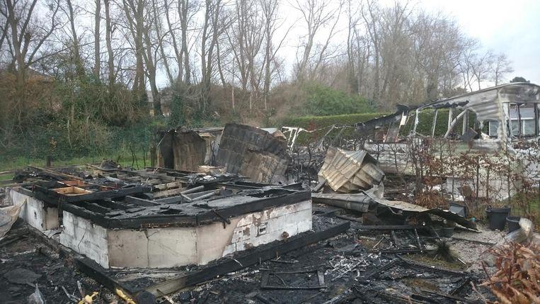 Gisterenochtend, camping Polderpark in Nieuwpoort. Twee stacaravans zijn volledig verwoest, drie andere hebben heel wat schade opgelopen door de hitte.