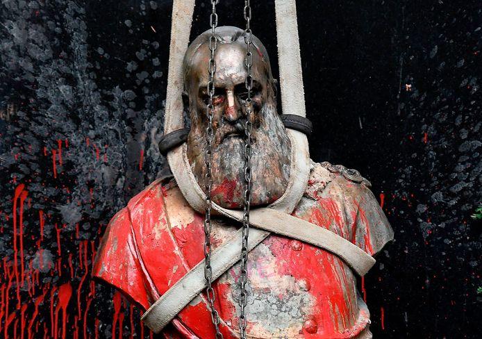Un buste du roi Léopold II vandalisé et déboulonné à Gand.