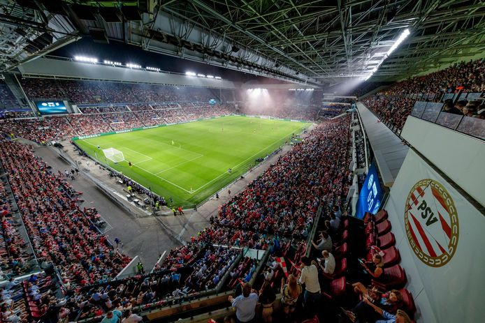 Op een vol Philips Stadion, zoals hier in 2016, is voorlopig nog geen zicht.