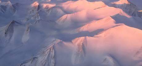 Laatste nog intacte ijsplateau van Canada stort in