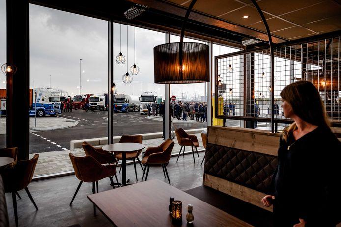 De Maasvlakte Plaza, gezien vanuit het restaurant.