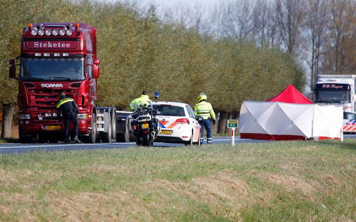 De weg tussen Axel en Hulst was afgesloten in beide richtingen in verband met het onderzoek van de politie.