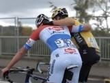 """""""Ik denk dat jij wint"""": hoe 'rivalen' Van Aert en Van der Poel elkaar na de finish van de Ronde even omhelsden"""